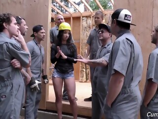 cumshot brunette Ebony Hoe banged by construction workers