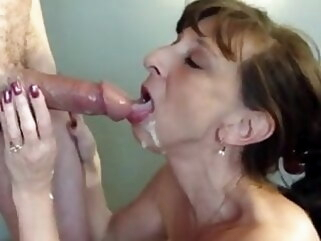 flashing mature Granny whore gives blowjob